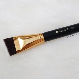 🎀BOGO FREE🎀 BH #127 Angled Face Shader Brush